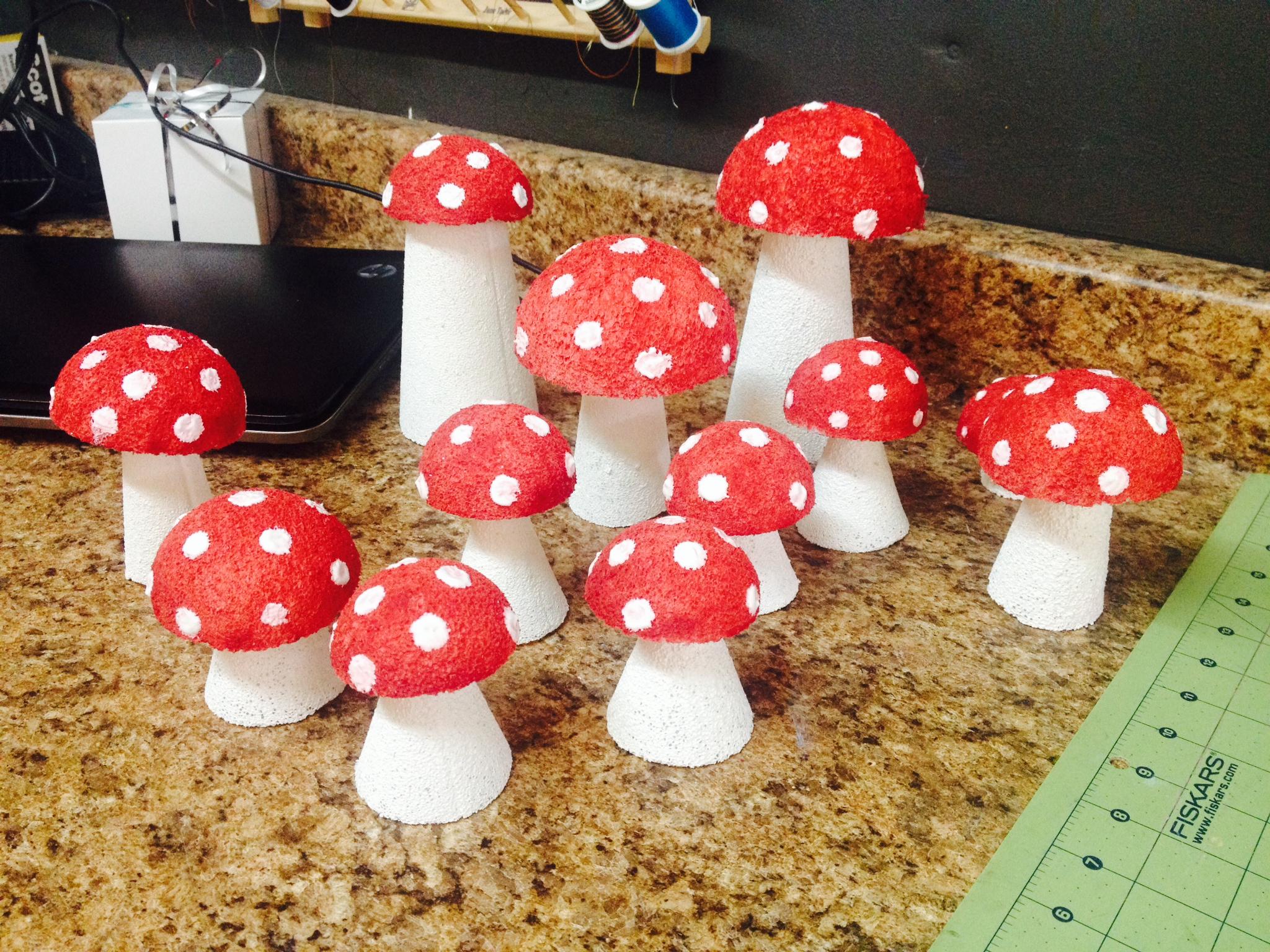 diy styrofoam mushrooms diy party decor pinsandpetals. Black Bedroom Furniture Sets. Home Design Ideas